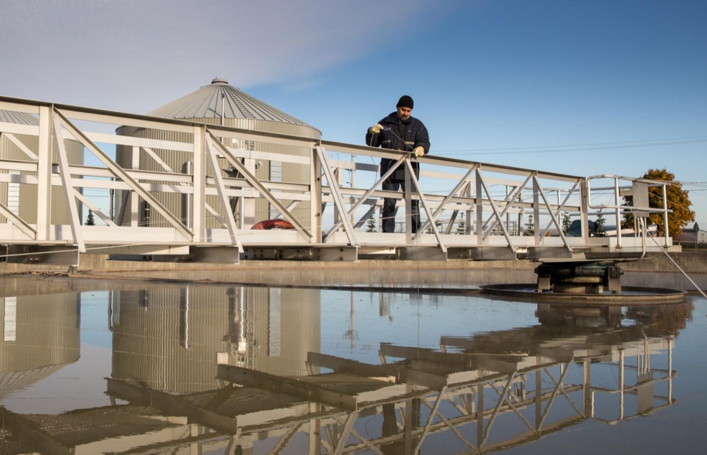 Article : Assainissement des eaux, il doit engager des Français pour pourvoir les postes