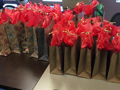 Les lutins du Père Noël débarquent chez EnviroCompétences!